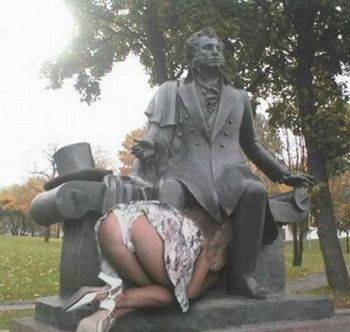statues funny