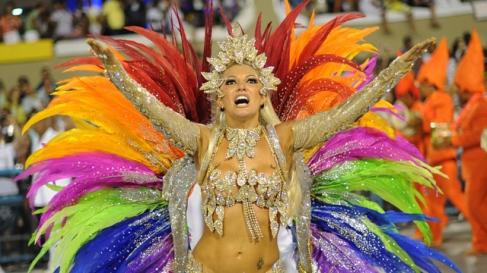 A reveller of Mocidade samba